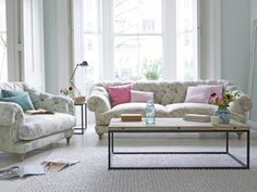 32 Ideas For Best Chesterfield Sofas That Everyone Wants In Their House, There are quite a lot of approaches to make an exciting space. Through incorporating key elements and decor styles, you can produce a living space tha. Deco Furniture, Colorful Furniture, Chesterfield Style Sofa, Loaf Sofa, Sofa Legs, Couch, Sofa Frame, Weathered Oak, Fabric Sofa