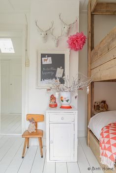 Kid's room with bunk bed