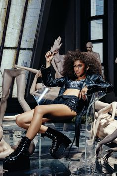 "gar-dev-oir: "" neverfarbehind: "" Zendaya Coleman for Complex Magazine "" WHAT "" Zendaya Outfits, Zendaya Style, Zendaya Maree Stoermer Coleman, Dolly Fashion, Star Wars, Woman Crush, Black Girl Magic, American Actress, Black Women"