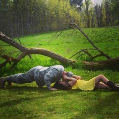 nice LOVE this photo- have to keep in mind for the couple shoot I want to do & Military Couple Pictures, Military Couples, Military Love, Army Love, Military Wedding, Army Photography, Couple Photography, Soldier Love, Army Soldier