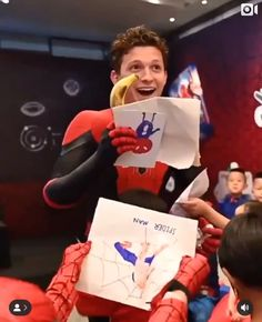 What the crap even is this song Funny Marvel Memes, Marvel Jokes, Shane Mendes, Siper Man, Yoga Box, Tom Holand, Baby Toms, Tom Holland Peter Parker, Tommy Boy
