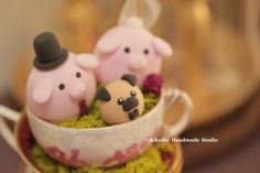 lovely pigs with a cute pug wedding cake topper #love pug #puppy