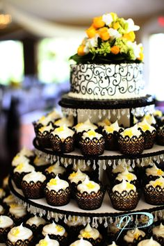 carrie underwood cupcake wedding cake carrie underwood cupcake tower wedding cake this 12409