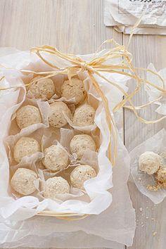 ◆◆◆ほこっとしてほんのり甘い◆◆◆ちいさなまあるいかたちのクッキー◆◆◆からだにやさしいマクロビ仕様ですいつ食べてもおいしいスノーボールクッキーだけど雪の季節には特にぴったり。ちいさなまあるいかたちは気軽なプレゼントにもぴったり。今回は砂糖もバ