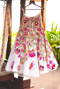 Looking for Offbeat bridal lehenga with butterflies? Browse of latest bridal photos, lehenga & jewelry designs, decor ideas, etc. on WedMeGood Gallery. Anarkali, Red Lehenga, Patiala Salwar, Indian Wedding Outfits, Bridal Outfits, Indian Outfits, Bridal Dresses, Indian Weddings, Manish Malhotra Lehenga