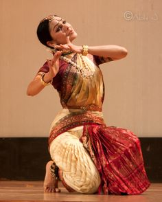 Folk Dance, Dance Art, Cool Costumes, Dance Costumes, Costumes Around The World, Indian Classical Dance, Dance Poses, Dance Photography, Dance Dresses