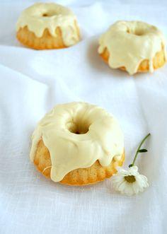White Chocolate and Vanilla Fudge Cakes Recipe