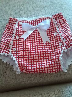 Baby diaper cover-so cute!- Baby diaper cover-so cute! Baby diaper cover-so cute! Sewing For Kids, Baby Sewing, Sewing Diy, Fashion Kids, Babies Fashion, Baby Outfits, Kids Outfits, Sewing Clothes, Doll Clothes