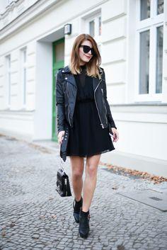 Heute zeige ich euch ein all black everything Outfit, dass aus meinem neuen Lieblingskleid und einer Lederjacke besteht..