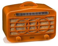 Butterscotch bakelite radio.   - Vintage - Mid-century Design - Late Art Deco - Radio