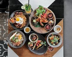 Nasi Goreng Ayam Lalapan Tahu Tek and many Indonesian foods you can find here at @UlekanBali. All those fresh and delicious Indonesian delicacies were cooked with no MSG and no palm oil. They have many options for the vegetarians too!! --- Ulekan Bali Jalan Tegal Sari Canggu Bali --- #Foodcious #UlekanBali #tastyindonesianfood #canggudining #canggulife