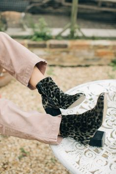Velvet Ankle Boots, Dior Dress, Ootd, Inspiration Mode, Sock Shoes, Chic, Autumn Winter Fashion, Me Too Shoes, Fall Outfits
