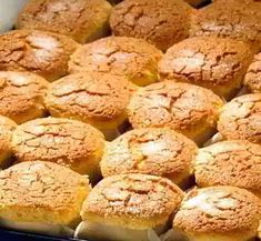 Mantecadas de Astorga Spanish Desserts, Spanish Dishes, Candy Cakes, Cupcake Cakes, Biscuits, Cookie Time, Pan Dulce, Bread Machine Recipes, Muffins