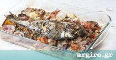 Ψάρι στο φούρνο με πατάτες σε σάλτσα ντομάτας και μυρωδικών από την Αργυρώ Μπαρμπαρίγου  