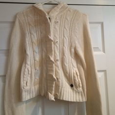 Cream Roxy hooded sweater Pre-loved sweater. Zipper and buttons on the front. Hood on the back. Pockets on front. Longer sleeves. Small stain on left sleeve. Roxy Sweaters