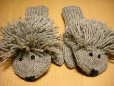 Loving them! Mitten Gloves, Mittens, Diy Crochet, Henna, Hedgehog, Knitting, Crochet Edgings, Fingerless Mitts, Tricot