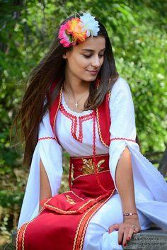 Native Wears, Beautiful People, Beautiful Women, Costumes Around The World, European Girls, Beautiful Costumes, Folk Fashion, Folk Costume, Traditional Dresses
