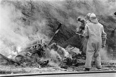 Fatal accident at 1970 Dutch Grand Prix - Piers Courage. This was the first fatal accident seen on national TV. It showed just how dangerous auto racing can be F1 Crash, Car Fails, Belgian Grand Prix, American Racing, Old Race Cars, F1 Drivers, F1 Racing, Indy Cars, Car And Driver