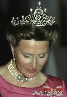 The front part of the tiara can be removed and the rest can be worn in a lower version. The original version was stolen from the British jeweler Garrard's in 1993.   Garrard's made a new one with pearls end diamonds who looked like the ones from the original tiara.  So today Queen Sonja of Norway wears a copy.