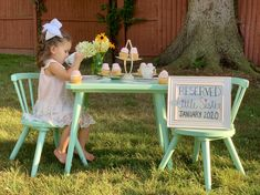 Awesome way for a big sister to announce she's getting a little sister! Second Pregnancy Announcements, Big Sister Announcement, Cute Baby Announcements, Creative Pregnancy Announcement, Baby Announcement Pictures, Big Sister Outfits, 2nd Birthday Party Themes, Baby Sister, Baby Decor