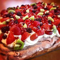 Sjokoladepavlova i langpanne   Det søte liv Kiwi, Fruit Salad, Raspberry, Goodies, Pavlova, Yummy Yummy, Food, Treats, Gummi Candy