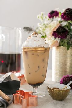 Gingerbread Cold Brew Latté / Coffee Recipes / Coffee Drinks / Christmas Coffee Recipe / Holiday Recipes / Christmas Morning Recipes / Sponsored by Walmart / Dunkin Donuts