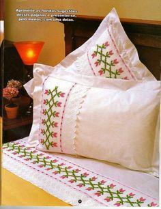 Personaliza y dale un aire nuevo a tus #almohadas con pequeños detalles en #puntodecruz