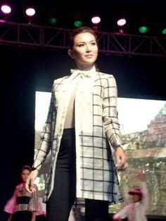 Piña mod women's barong by Rene Salud Modern Filipiniana Dress, Filipino Fashion, Barong, Mother Of The Bride, Beautiful Outfits, Fashion Beauty, Style Inspiration, Gowns, Fashion Outfits