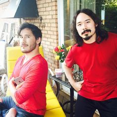 markiplier and his brother Tom. So cool pic.... But omg Marks legs again!!! How did he do that? D: