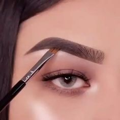 Here is a mini brow tutorial for you makeup eyemakeup eyebrowtutorial eyebrows eyebrowshaping - eye-makeup Eyebrow Makeup Tips, Makeup Eye Looks, Eye Makeup Steps, Makeup 101, Skin Makeup, Makeup Inspo, Eyeshadow Makeup, Makeup Hacks, Makeup Eyebrows
