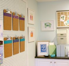 Pegboard Ideas - 3 Easy DIY Organizing Solutions for your Home: If you have a home office or craft room, this is a great way to keep things off your desk or work-area but still within reach! Organize Your Life, Organizing Your Home, Organizing Solutions, L Office, Office Files, Office Organization, Pegboard Organization, Working Area, Getting Organized
