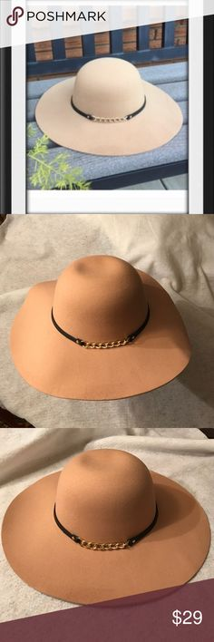 """🆕 Boho Chain Detail Floppy Hat Boho chain detail floppy hat. 70% polyester/30% wool. Diameter: 7"""". Color:  khaki. One size fits most. Bundle discount available. No trades. First photo courtesy of Infinity Raine Infinity Raine Accessories Hats"""