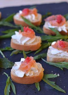 #Tartine di #pane croccante con #salmone e caviale #ricetta http://bit.ly/2d3vBhn
