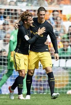 Antoine Griezmann (L) of Atletico de Madrid rcelebrates scoring his team's first goal with his teammae Fernando Torres during the La Liga match between Valencia CF and Atletico de Madrid at Mestalla Stadium on October 2016 in Valencia, Spain. Football Design, Football Soccer, Football Players, Baseball Dugout, Baseball Gear, Antoine Griezmann, Manchester United, Manchester City, Fernando Torres