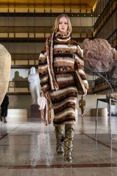 Платье Ulla Johnson мода осень-зима 2021/2022 Trend Fashion, Fashion Week, Pop Fashion, New York Fashion, Runway Fashion, Fashion Looks, Fashion Design, Stripes Fashion, Woman Fashion