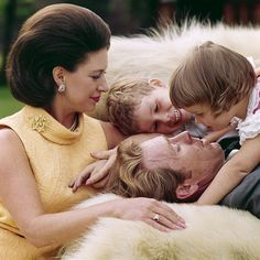 Princess Margaret and Lord Snowdon with their children in Princesa Margaret, Queen Mary, Queen Elizabeth Ii, The Queens Children, Lady Sarah Chatto, Kensington Palace Gardens, Prince Charles And Diana, Margaret Rose, Royal Life