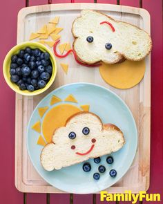 Spring Bento Box Lunch Ideas For Kids - Lattes, Lilacs, & Lullabies Your kids will love these creative spring bento box lunch ideas. Even the pickiest of eaters won't be able to resist the adorable designs and… Toddler Snacks, Fun Snacks For Kids, Kids Meals, Fun Sandwiches For Kids, Finger Sandwiches, Food Art For Kids, Cooking With Kids, Lunchbox Kind, Kreative Snacks