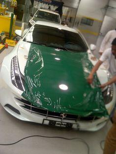 Dubai police announces Ferrari FF police car. send aid to this country)? Police Cars, Hot Cars, Motor Car, Cars Motorcycles, Dream Cars, Ferrari, Dubai, Automobile, Boat