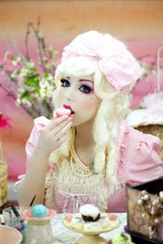 Where to Buy 2015 Halloween Marie Antoinette Doll Makeup - pink lace costume Halloween Makeup Looks, Creepy Halloween, Halloween Make Up, Halloween Inspo, Halloween Costumes, Halloween Halloween, Vintage Halloween, Cosplay Makeup, Costume Makeup