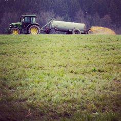 #landleben #linz #austria #knz #linzpictures #landwirtschaft #agriculture #jauche #duft #herewego #picoftheday #igerslinz #traktor #landwirt #farmlife #farmer