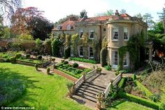 The couple have recently bought an English manor house ina tiny hamlet across from the Thames-side village of Sonning, which George had fallen in love with while filming The Monuments Men in the area