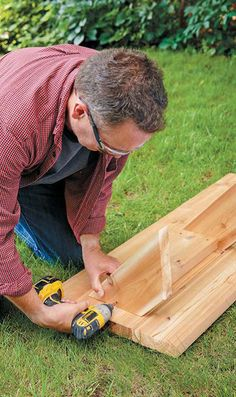 Raised beds are a new trend in gardening. Learn how to build and maintain your own, plus get more gardening tips and tricks. Join the raised bed revolution Raised Bed Garden Layout, Raised Garden Beds, Raised Beds, Garden Projects, Garden Ideas, Vegetable Garden Design, Diy Home Crafts, Things To Know, Lawn And Garden
