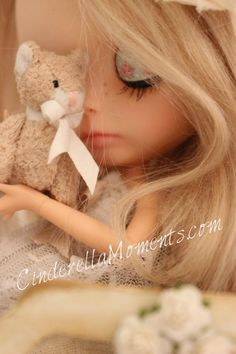 This is the new Blythe doll I customized, Sophie. She began as Nicky Lad , a Neo Blythe. She has a new Azone body that& completely articu. Cinderella Moments, Little Doll, Cute Dolls, Doll Face, Toys For Girls, Little People, Taking Pictures, Blythe Dolls, Beautiful Dolls