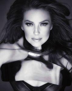 Thalia, Diva, Chokers, Fashion, Gorgeous Women, Moda, Fashion Styles, Fashion Illustrations, Fashion Models