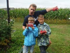seppe met de speelpleinwerking naar de bio-boerderij