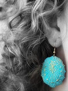 diy earrings, pretty.  Don't know if I'd take the time, but ....