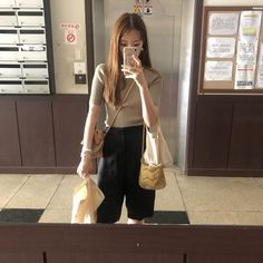 Daily Look, Louis Vuitton Neverfull, Put On, Khaki Pants, Ootd, Street Style, Tote Bag, My Style, Womens Fashion