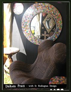 Bottle cap art surrounding a mirror looks awesome just a pain to collect all those but one fun project I must say! Bottle Cap Projects, Bottle Cap Crafts, Diy Arts And Crafts, Cute Crafts, Diy Crafts, Man Cave Essentials, Tapas, Bottle Cap Art, Cool Chairs