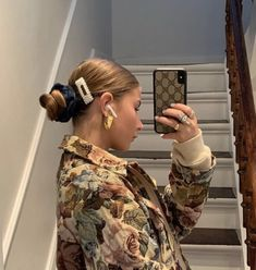 Huge 2020 Hairstyle List: The 9 Hottest Trends To Be Obsessed With Foto Pose, Mode Vintage, Mode Inspiration, Hair Inspo, Hair Makeup, At Least, Cute Outfits, Hair Accessories, Street Style