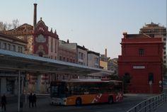 bonito encuadre con el hotel Suizo y la estación